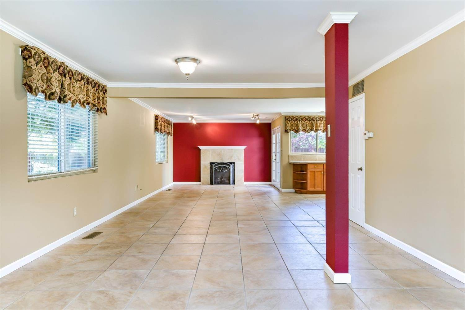9. Single Family Homes for Active at 22 Spray Court Sacramento, California 95831 United States