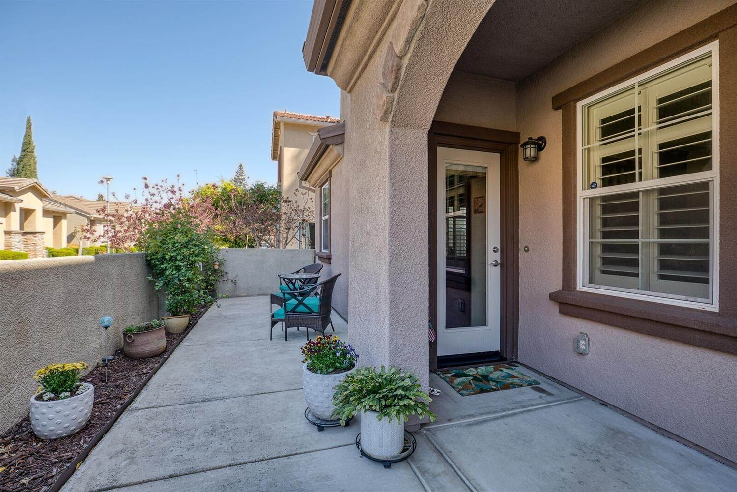 29. Single Family Homes for Active at 8046 Linda Isle Lane Sacramento, California 95831 United States