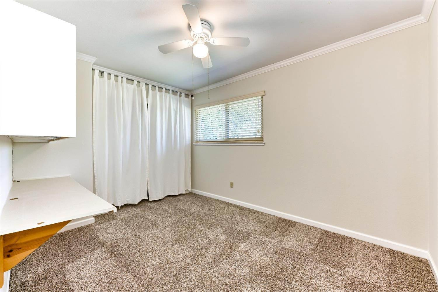 20. Single Family Homes for Active at 22 Spray Court Sacramento, California 95831 United States