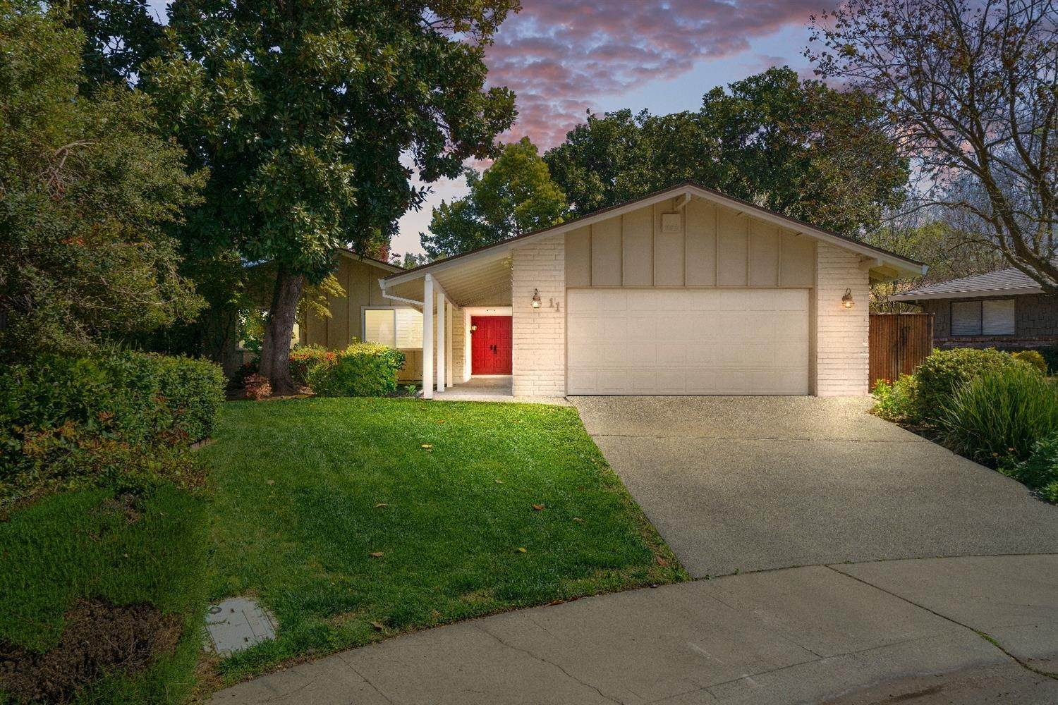 5. Single Family Homes for Active at 11 Sable Court Sacramento, California 95864 United States