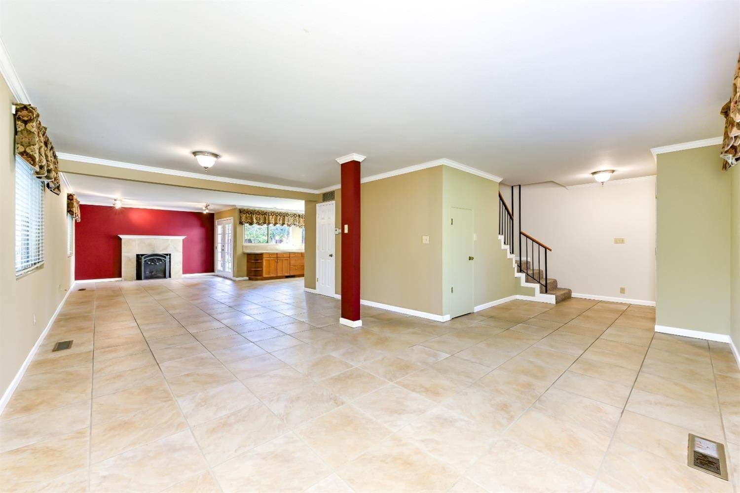 7. Single Family Homes for Active at 22 Spray Court Sacramento, California 95831 United States