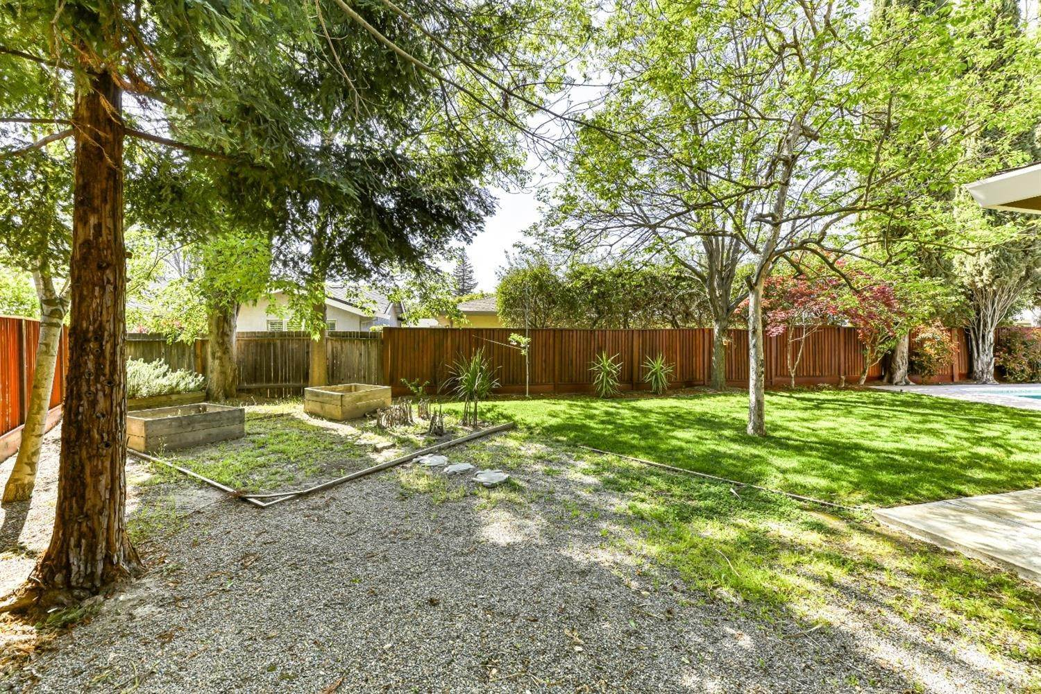 36. Single Family Homes for Active at 22 Spray Court Sacramento, California 95831 United States