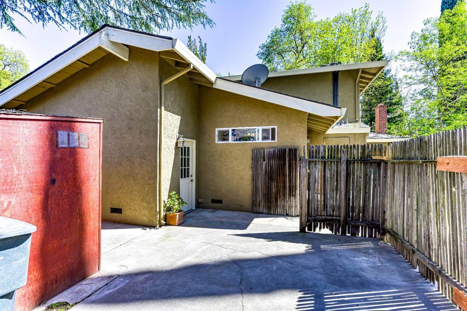 38. Single Family Homes for Active at 22 Spray Court Sacramento, California 95831 United States