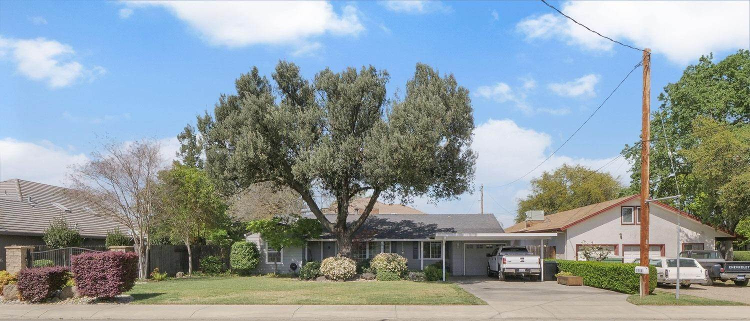3. Single Family Homes for Active at 2113 Cochran Road Lodi, California 95242 United States