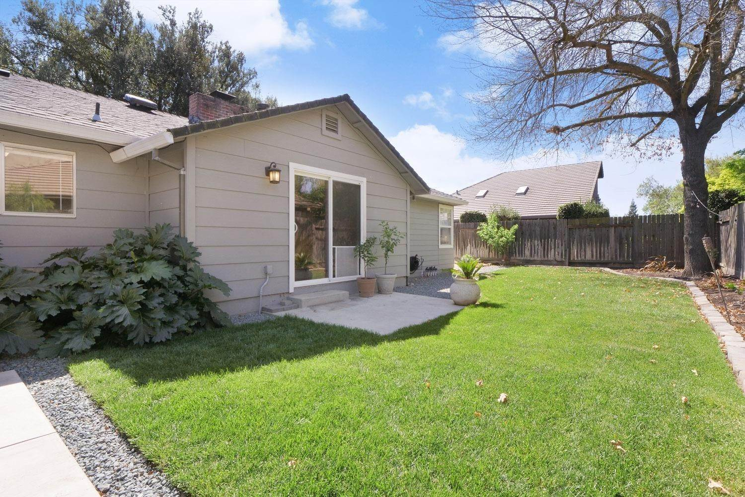 23. Single Family Homes for Active at 2113 Cochran Road Lodi, California 95242 United States