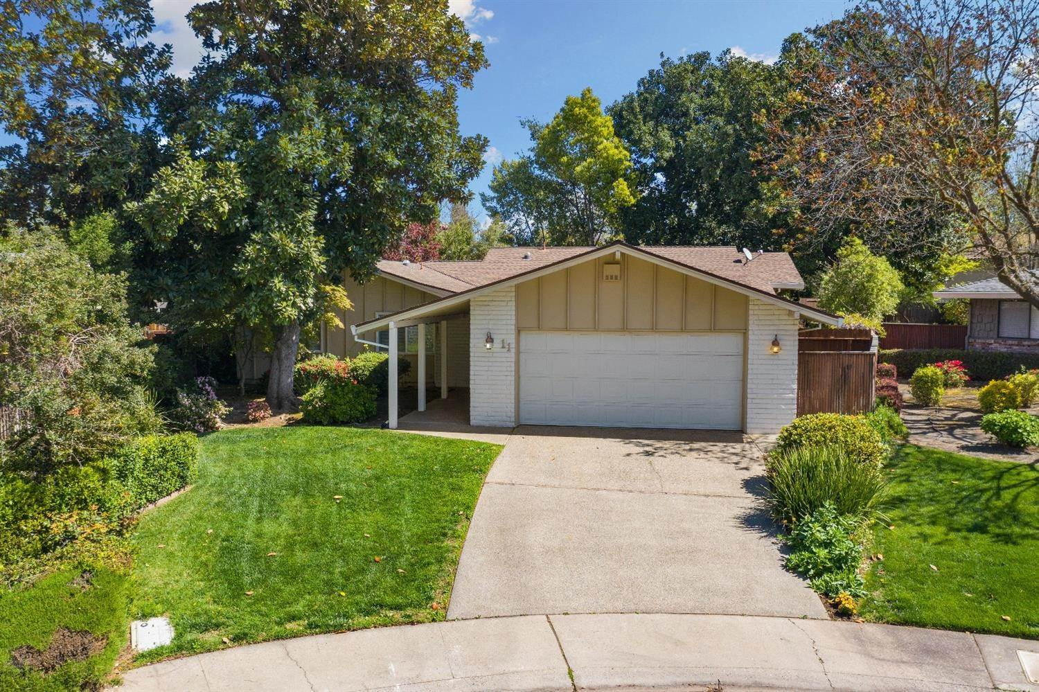 6. Single Family Homes for Active at 11 Sable Court Sacramento, California 95864 United States