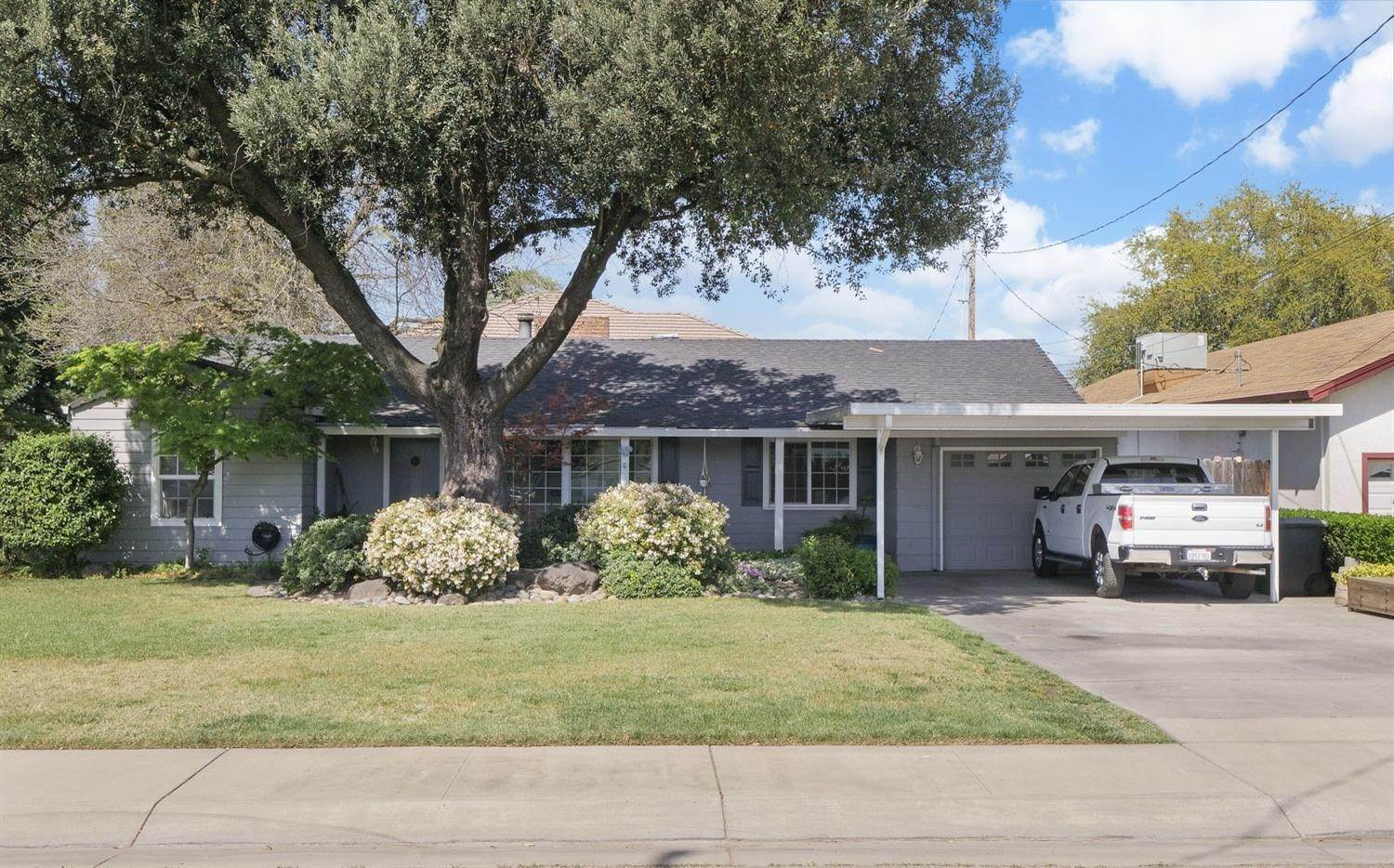 4. Single Family Homes for Active at 2113 Cochran Road Lodi, California 95242 United States
