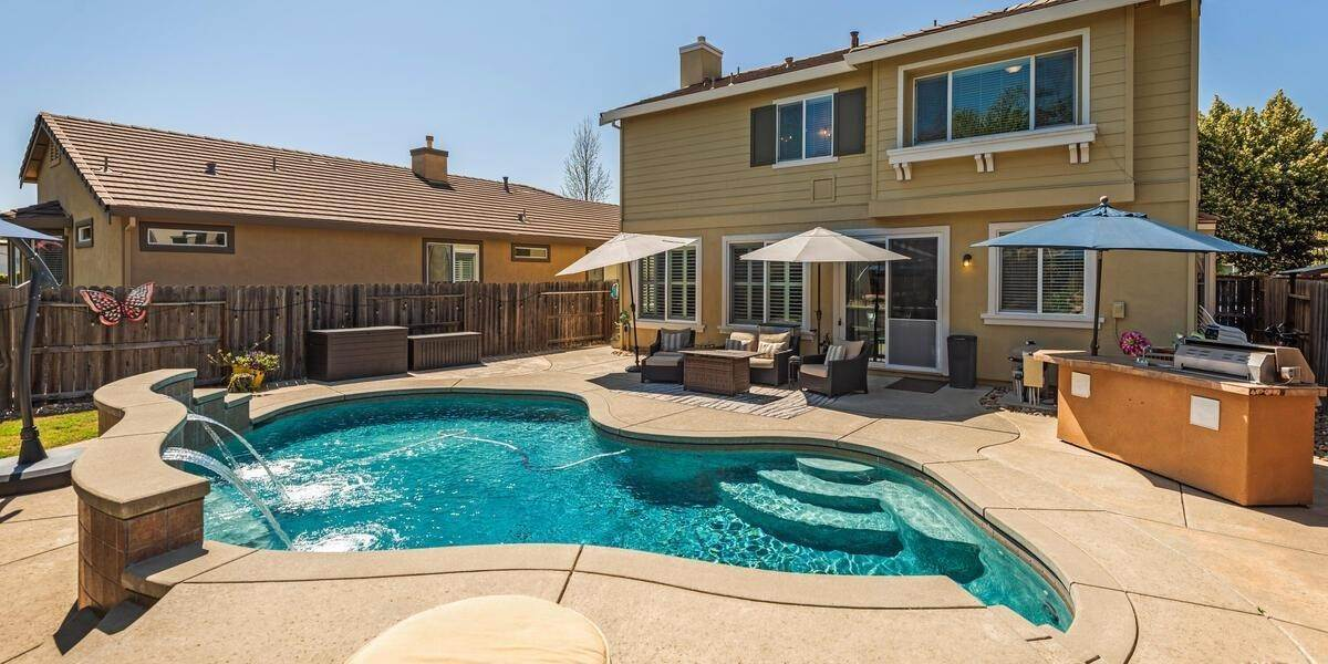 32. Single Family Homes for Active at 303 Dinis Cottage Court Lincoln, California 95648 United States