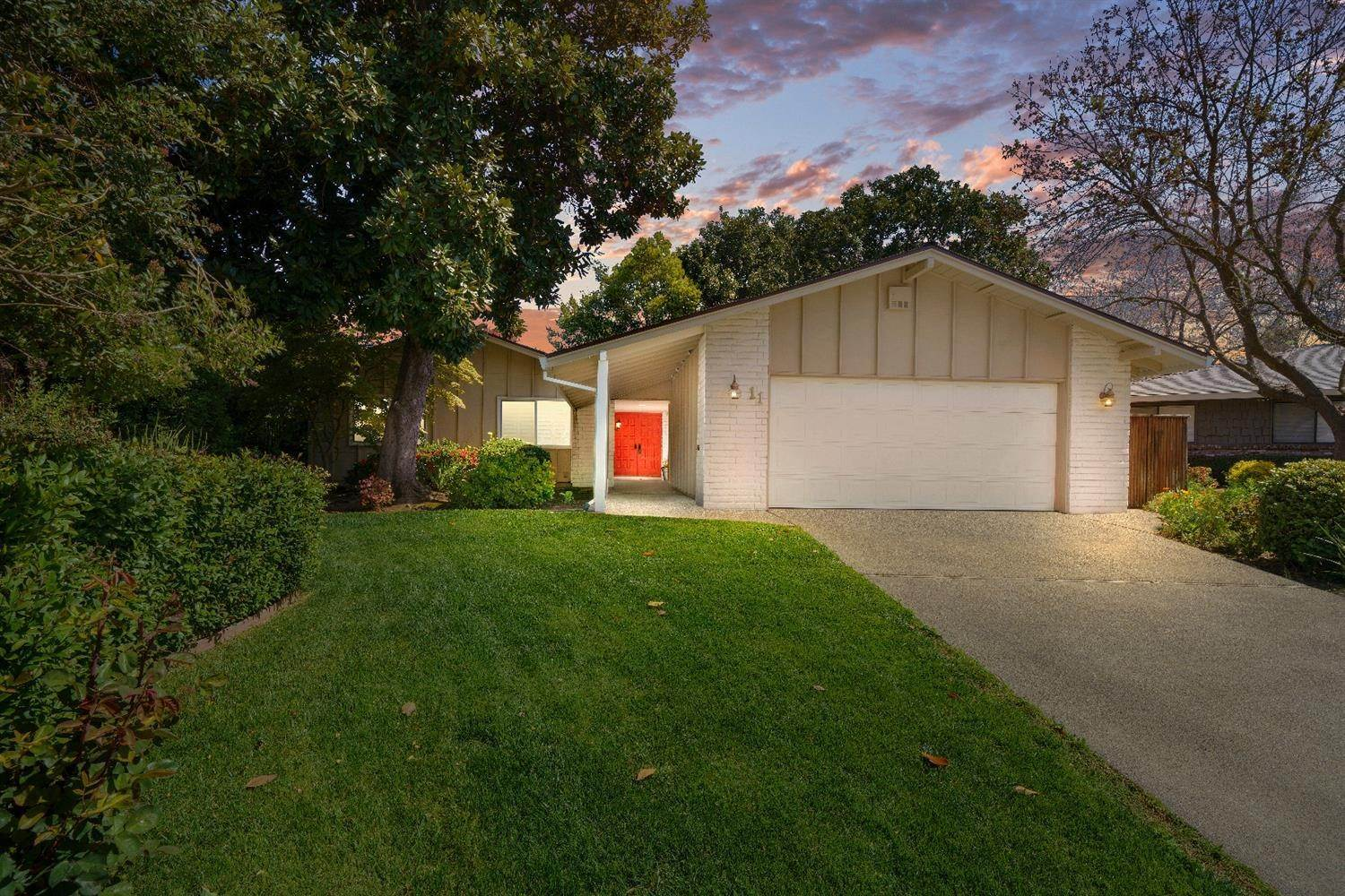 3. Single Family Homes for Active at 11 Sable Court Sacramento, California 95864 United States