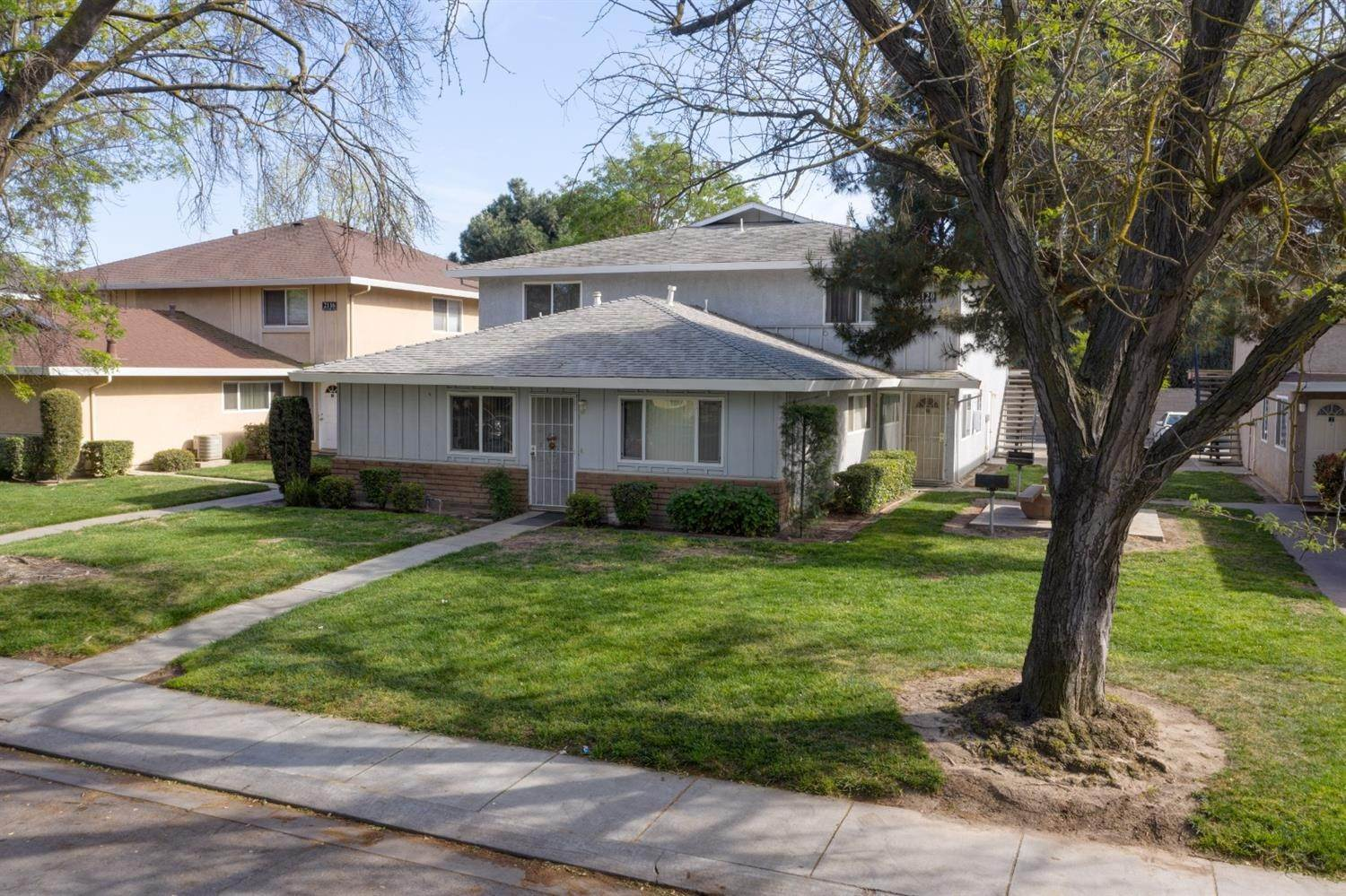 3. Single Family Homes for Active at 2120 Palisade Avenue Modesto, California 95350 United States
