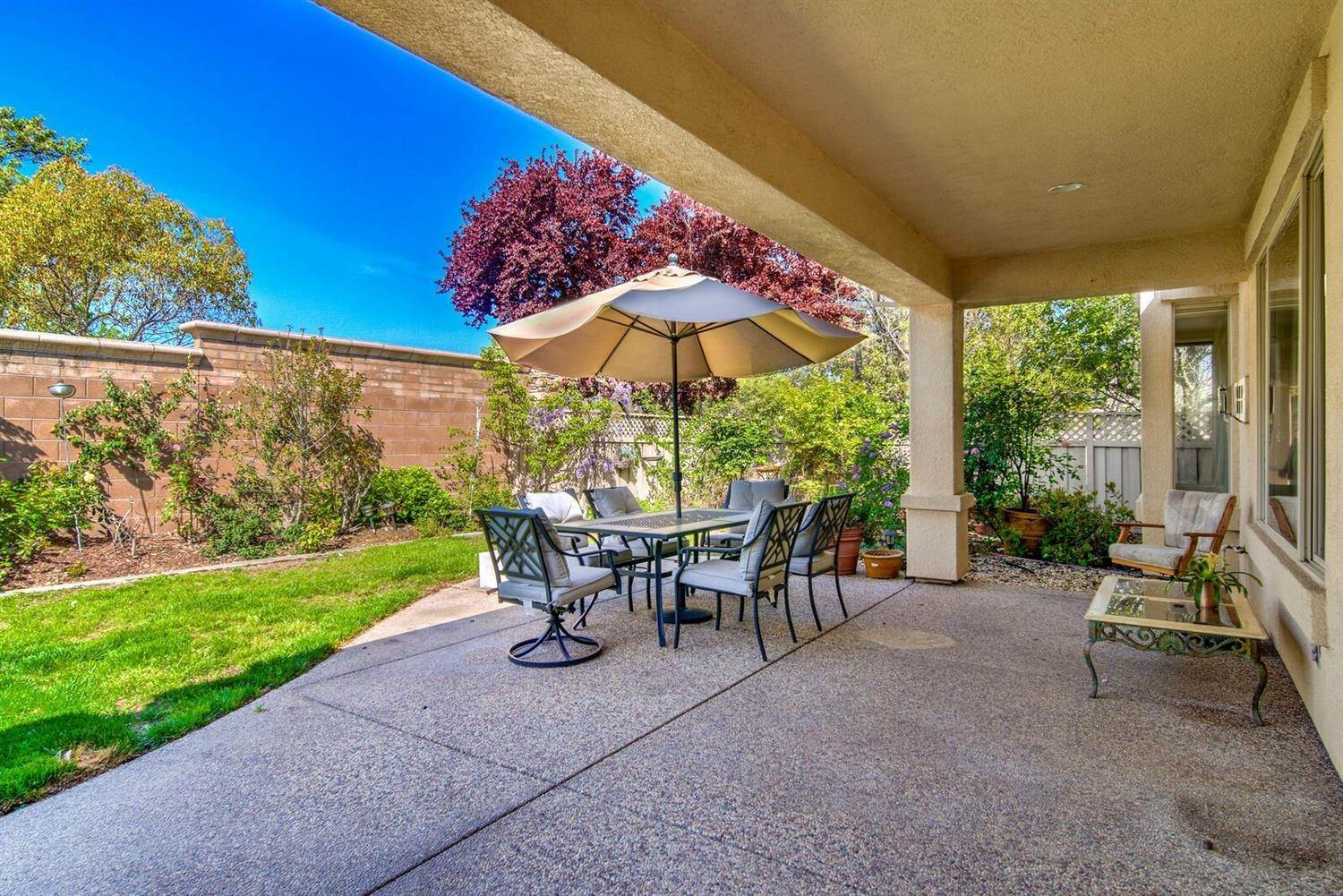 26. Single Family Homes for Active at 998 Gold Nugget Circle Lincoln, California 95648 United States