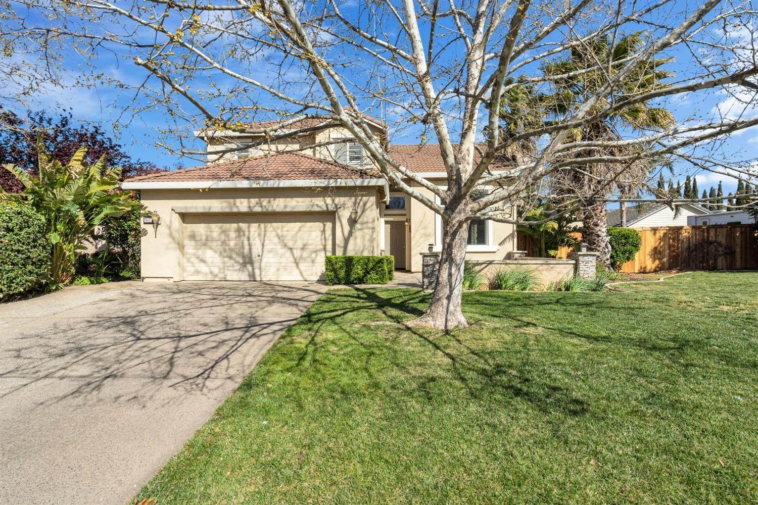3. Single Family Homes for Active at 9645 Mckenna Drive Elk Grove, California 95757 United States