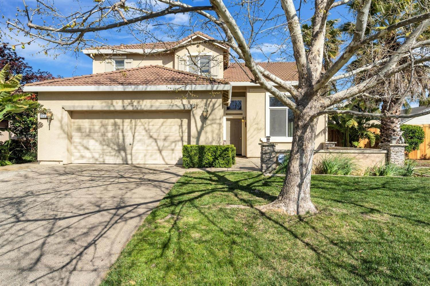 44. Single Family Homes for Active at 9645 Mckenna Drive Elk Grove, California 95757 United States