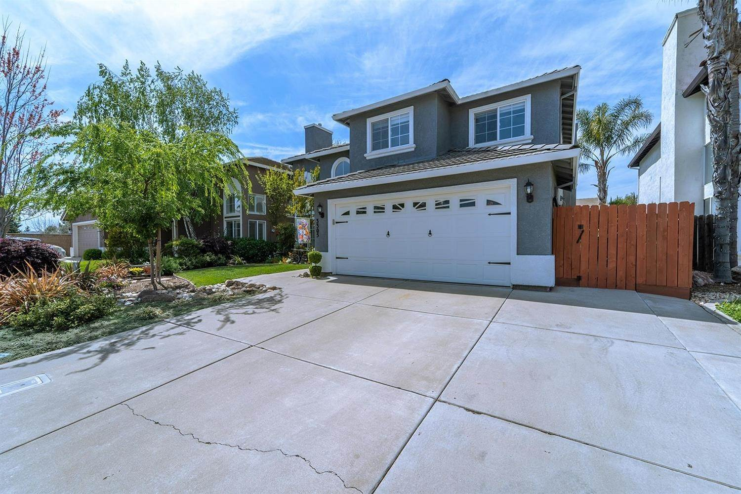 6. Single Family Homes for Active at 3305 Princeville Court Modesto, California 95355 United States