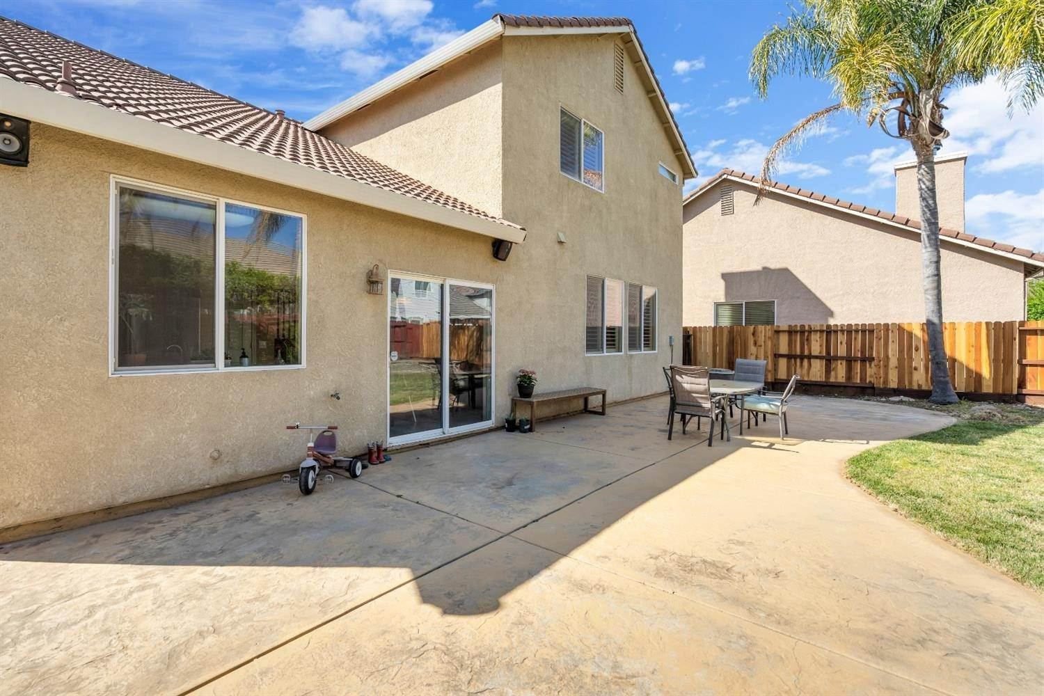 15. Single Family Homes for Active at 9645 Mckenna Drive Elk Grove, California 95757 United States