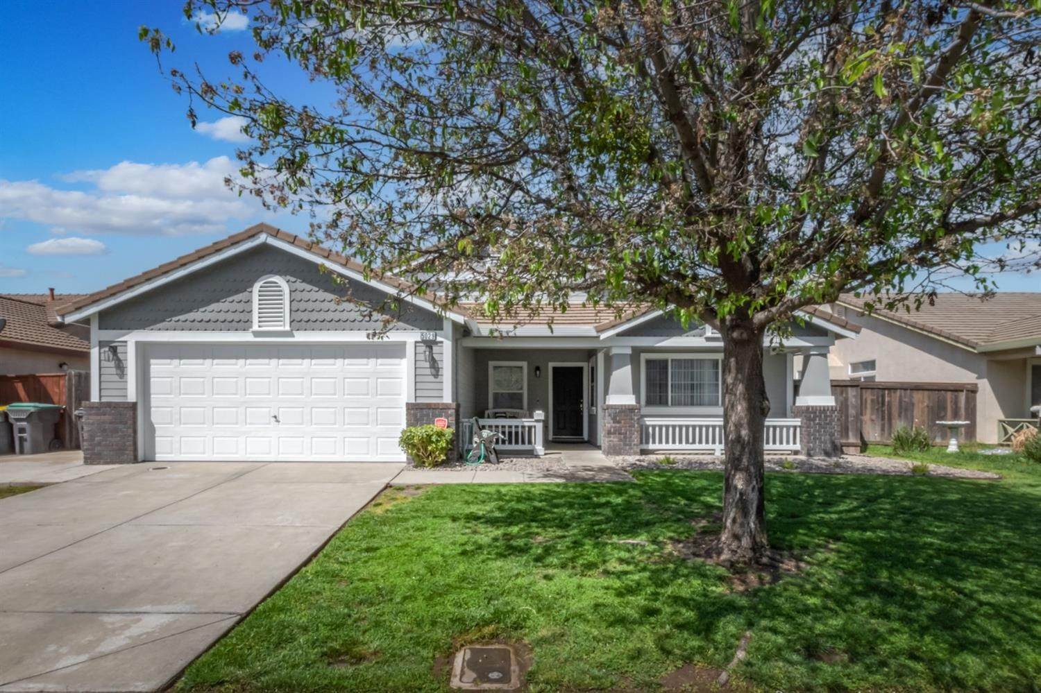 Single Family Homes for Active at 5029 Alee Lane Stockton, California 95206 United States