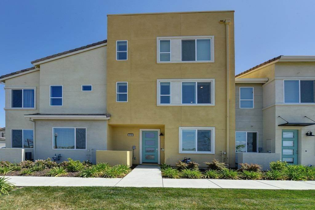 Single Family Homes for Active at 3720 E Commerce Way Sacramento, California 95834 United States