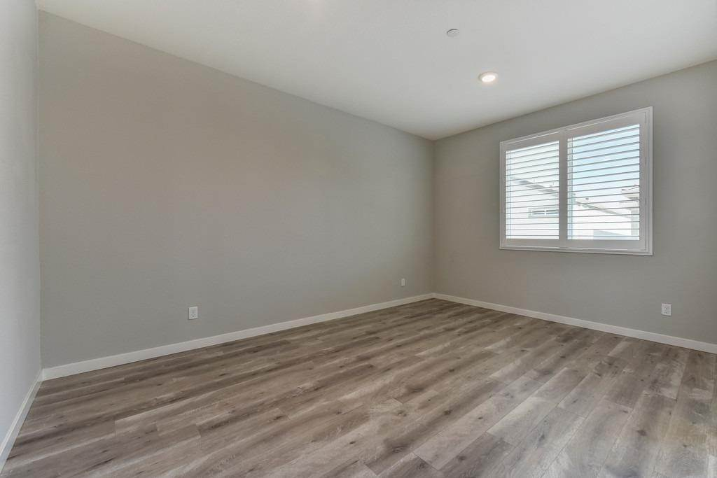17. Single Family Homes for Active at 3720 E Commerce Way Sacramento, California 95834 United States