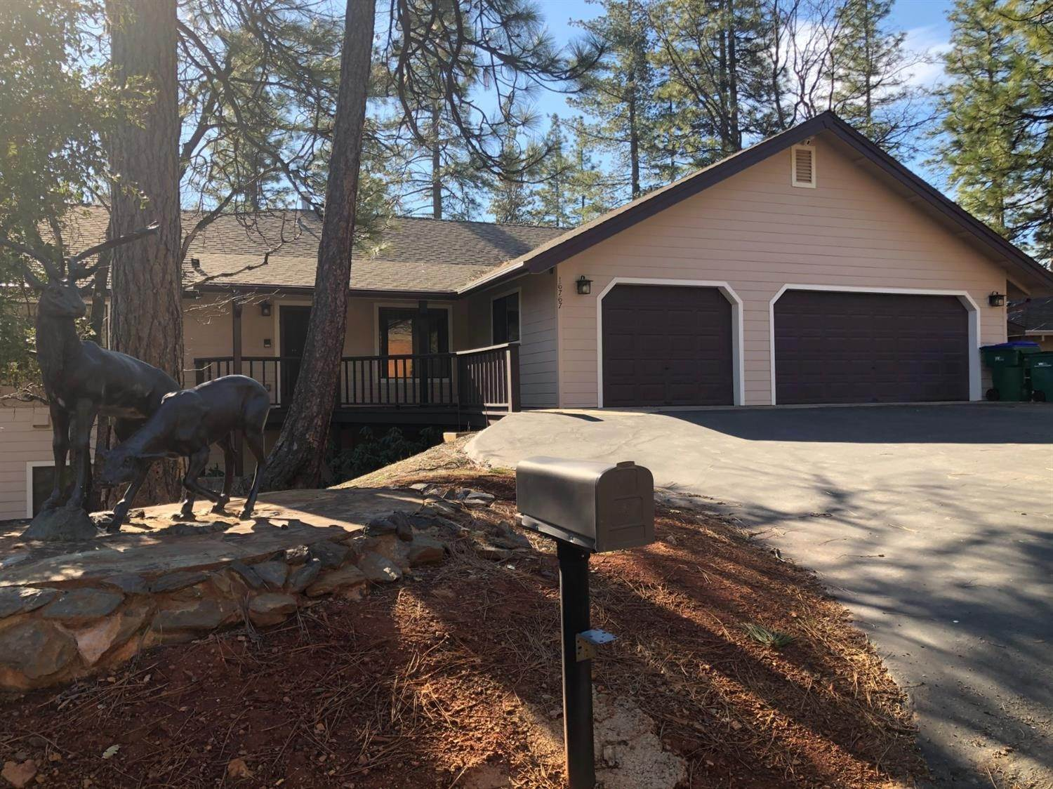 Single Family Homes for Active at 16767 Hackamore Court Sonora, California 95370 United States