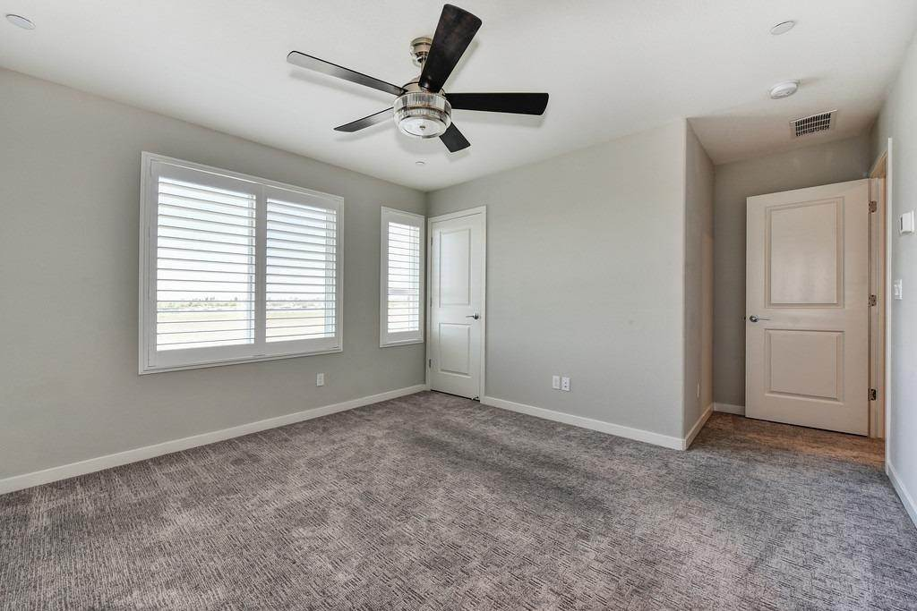 29. Single Family Homes for Active at 3720 E Commerce Way Sacramento, California 95834 United States