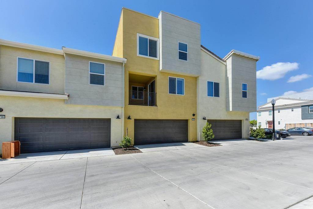 41. Single Family Homes for Active at 3720 E Commerce Way Sacramento, California 95834 United States