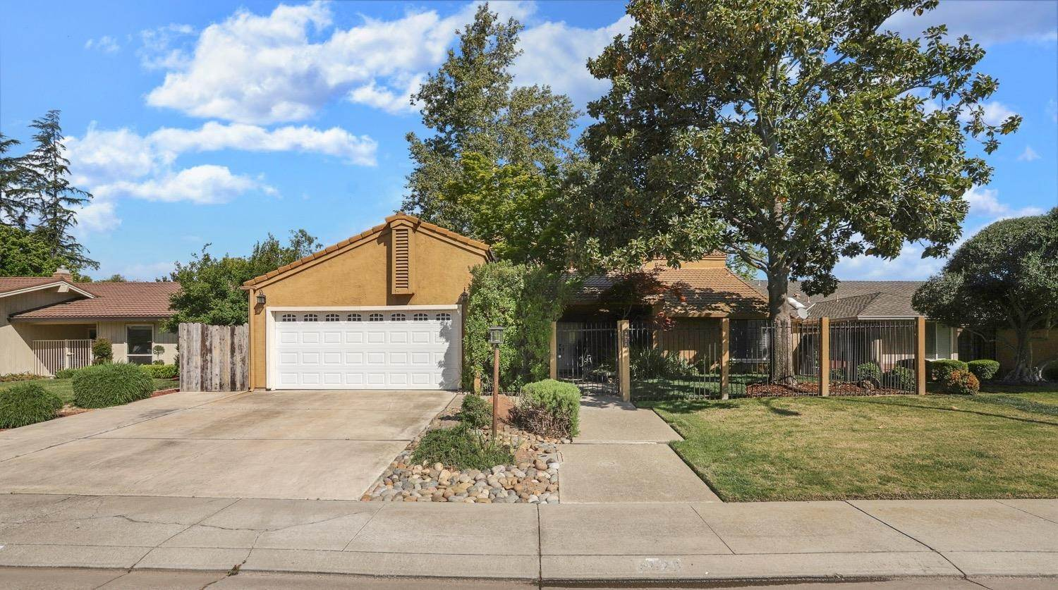 4. Single Family Homes for Active at 3628 Wood Duck Circle Stockton, California 95207 United States
