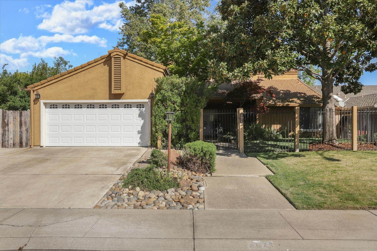 Single Family Homes for Active at 3628 Wood Duck Circle Stockton, California 95207 United States