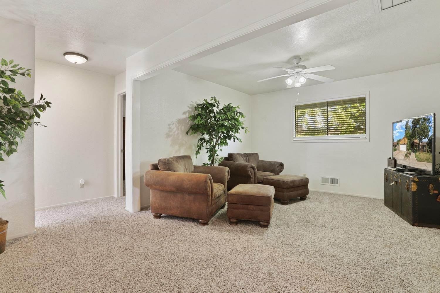 29. Single Family Homes for Active at 3628 Wood Duck Circle Stockton, California 95207 United States