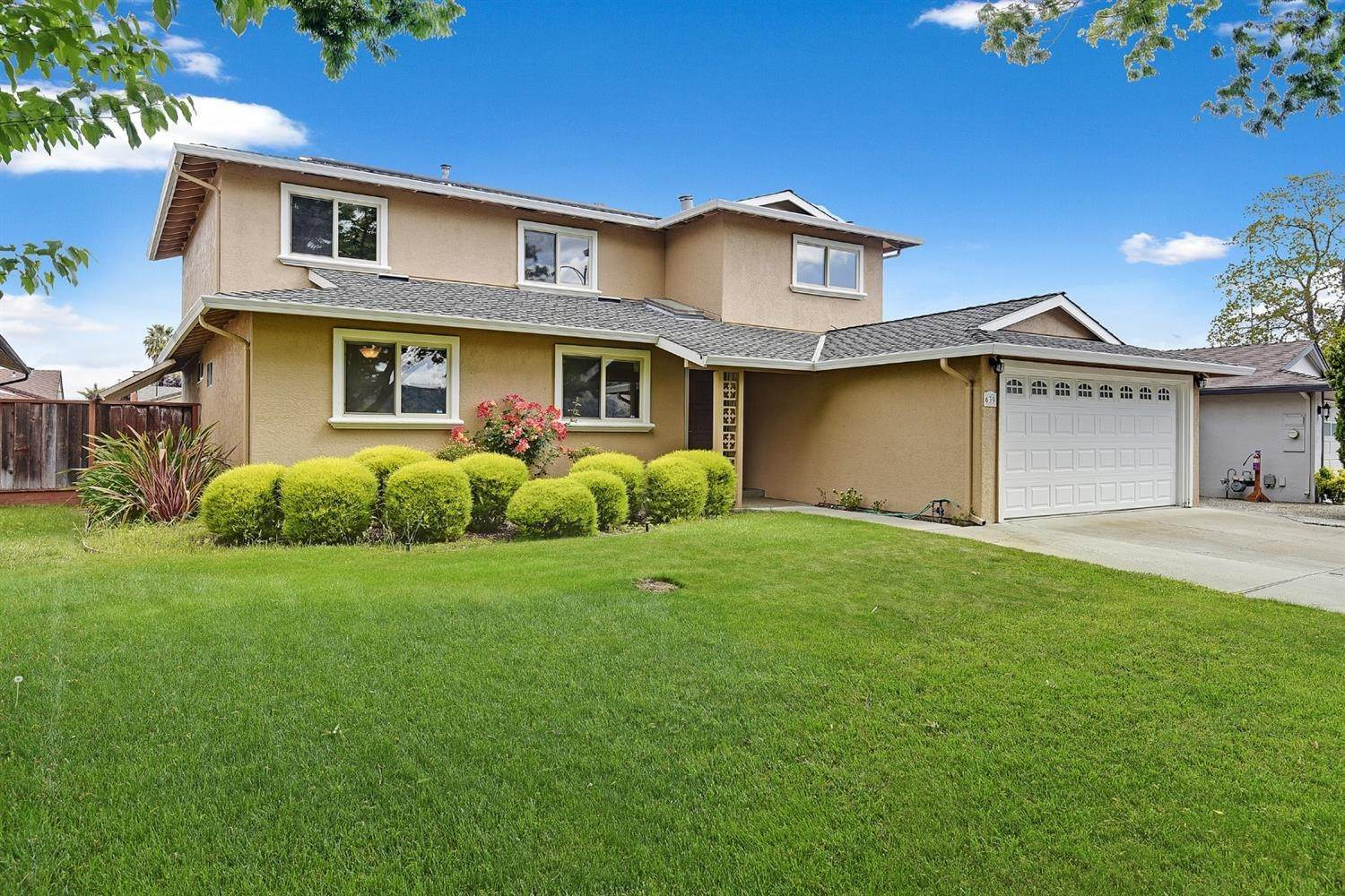 Single Family Homes for Active at 639 Shawnee Lane San Jose, California 95123 United States