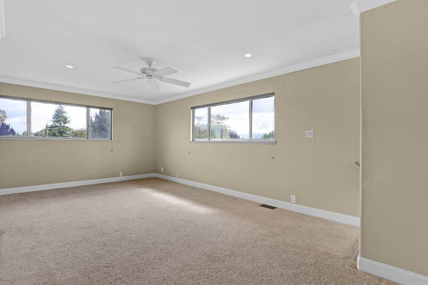 23. Single Family Homes for Active at 639 Shawnee Lane San Jose, California 95123 United States