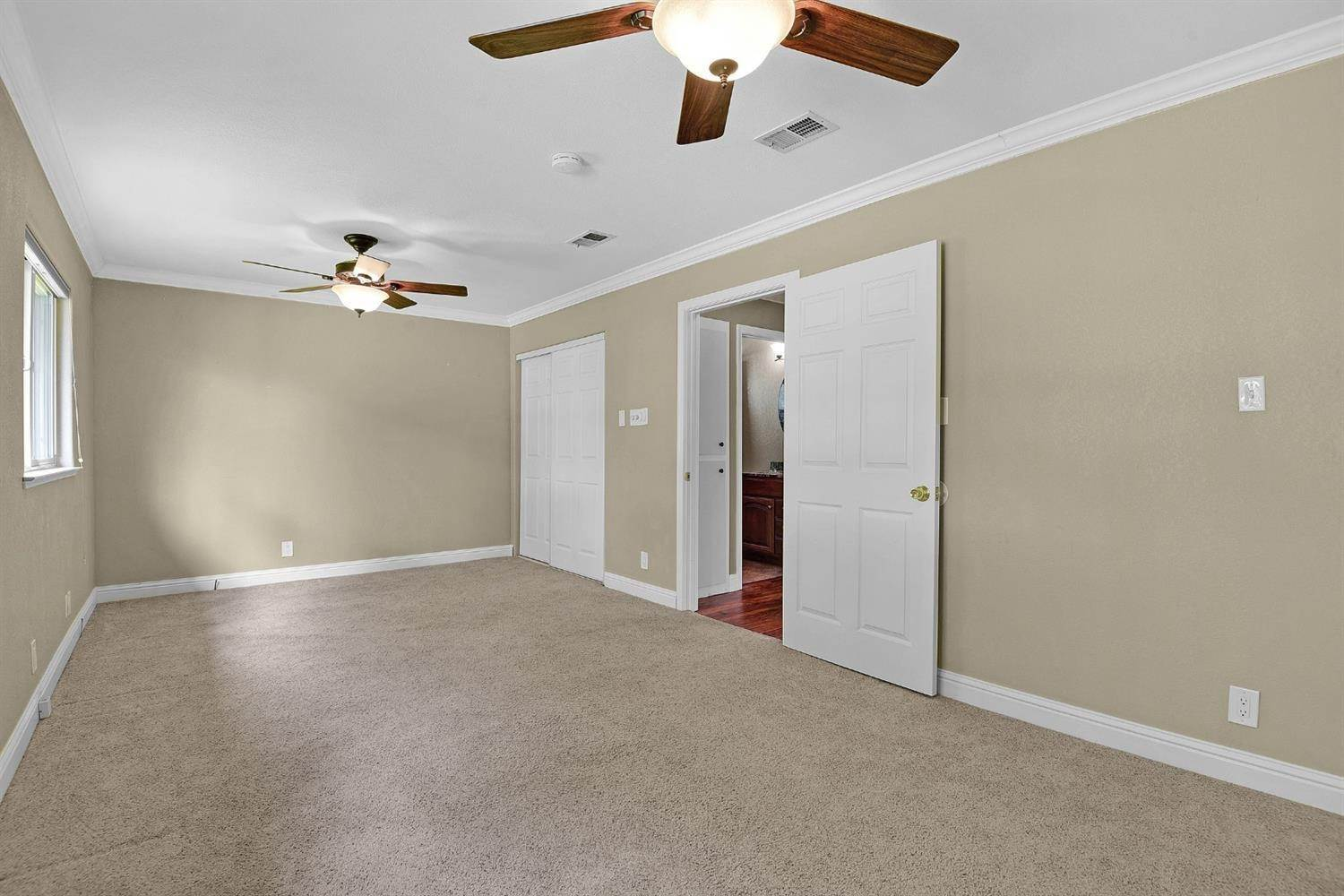 16. Single Family Homes for Active at 639 Shawnee Lane San Jose, California 95123 United States
