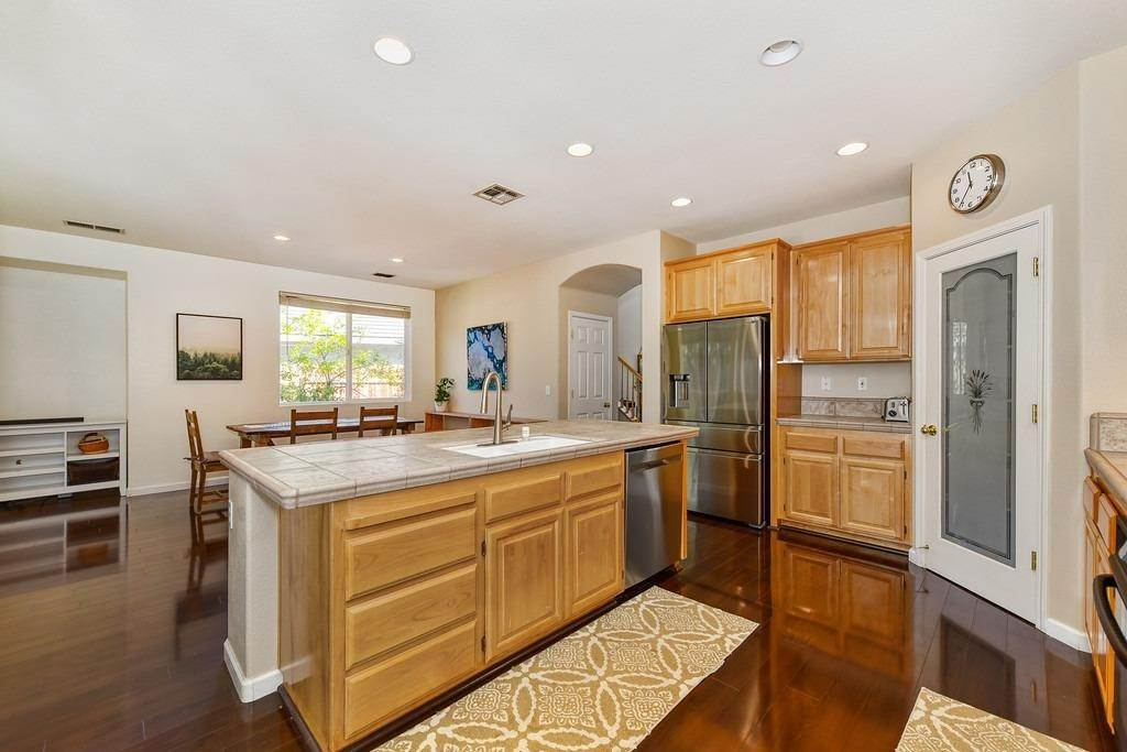 19. Single Family Homes for Active at 19 Shelby Ranch Court Roseville, California 95678 United States