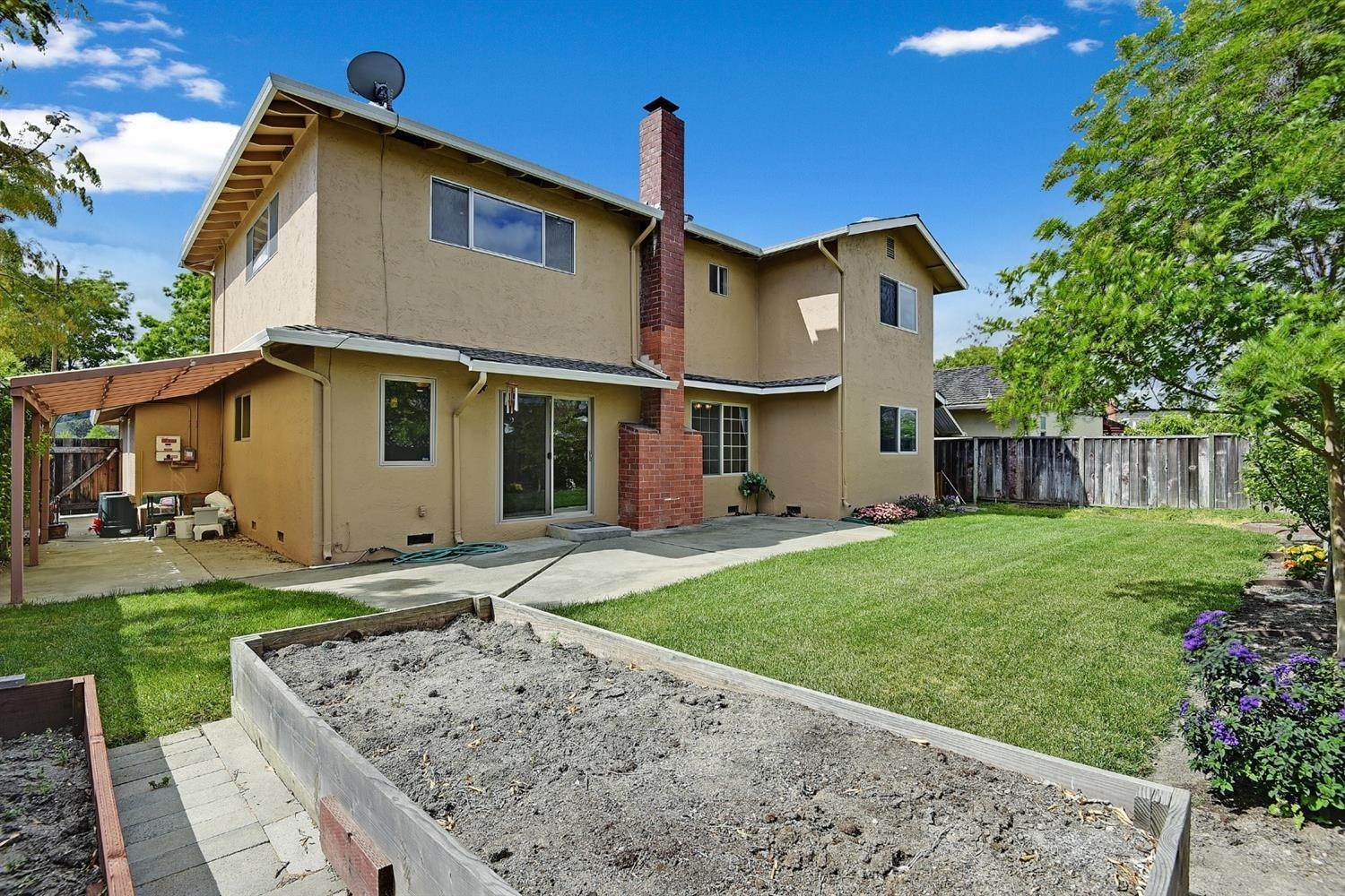 34. Single Family Homes for Active at 639 Shawnee Lane San Jose, California 95123 United States