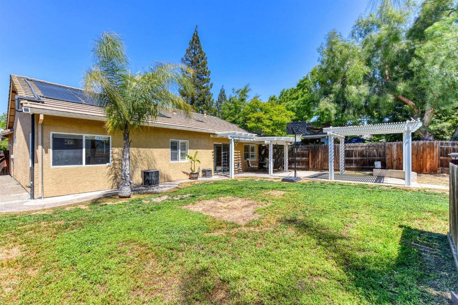 44. Single Family Homes for Active at 8612 Golden Sage Drive Elk Grove, California 95624 United States