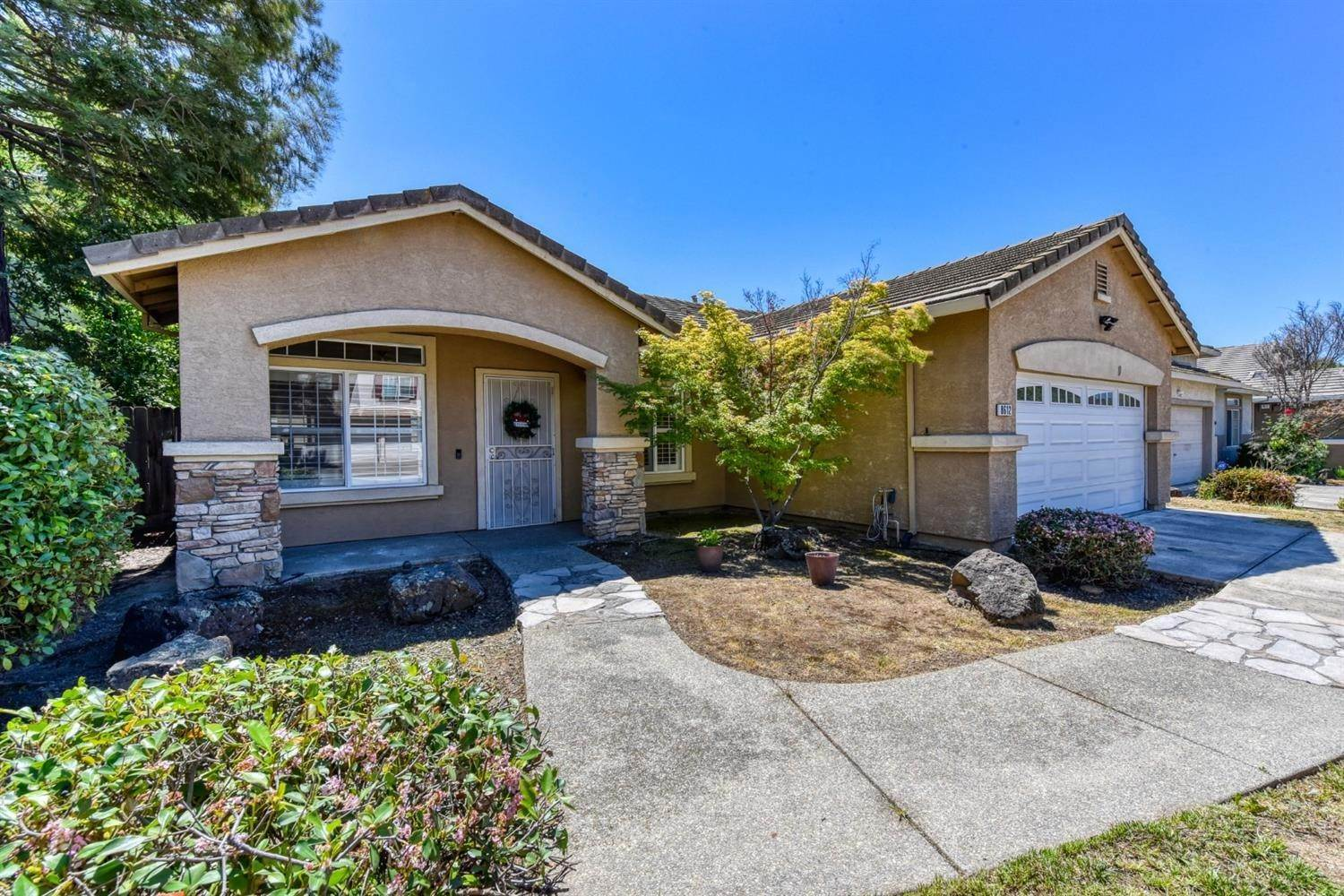 3. Single Family Homes for Active at 8612 Golden Sage Drive Elk Grove, California 95624 United States