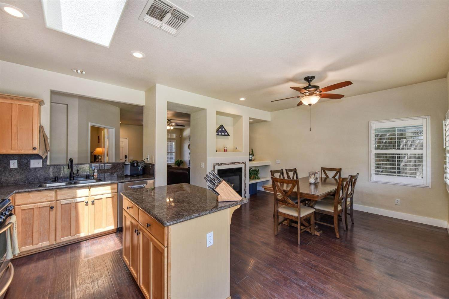15. Single Family Homes for Active at 8612 Golden Sage Drive Elk Grove, California 95624 United States