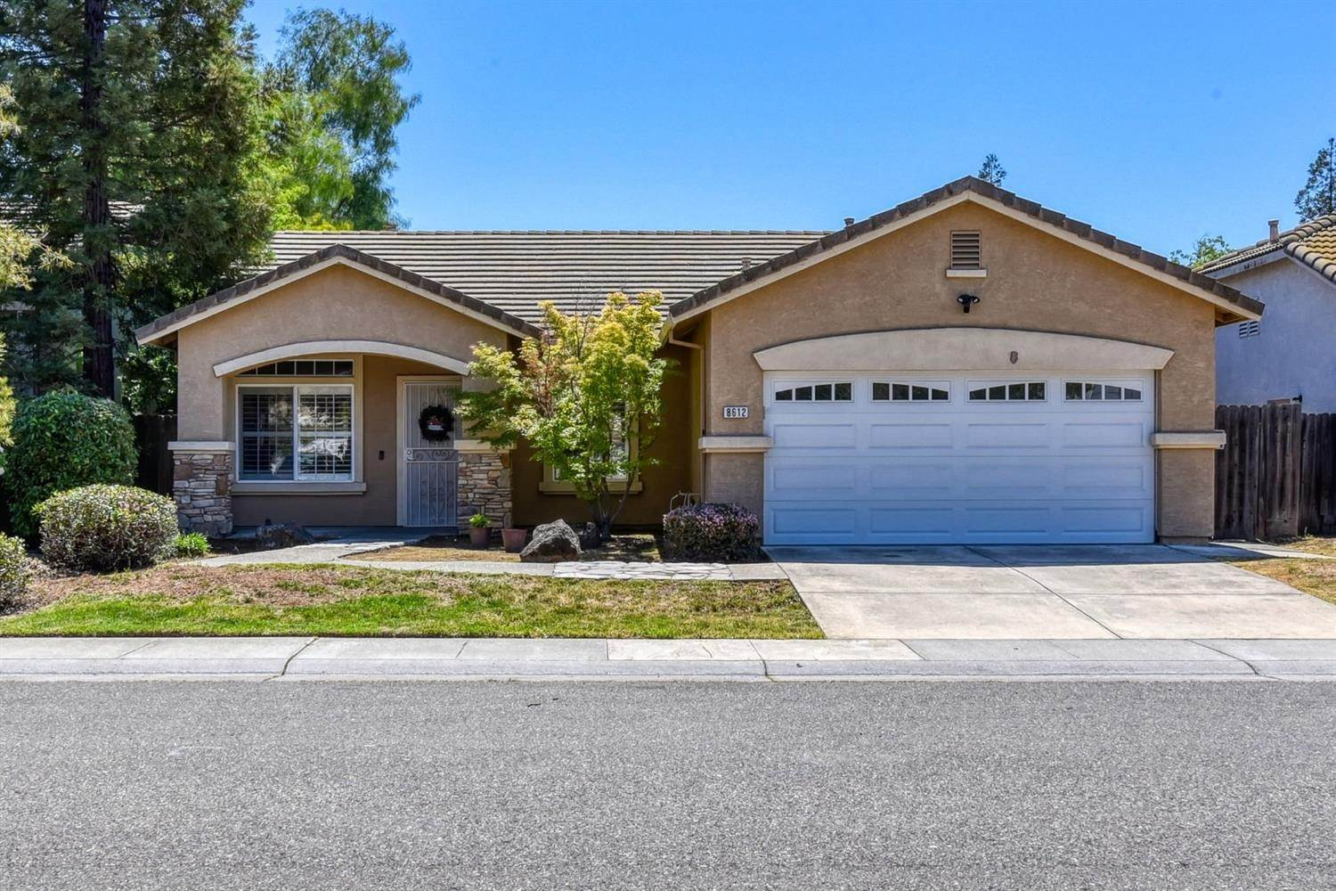 Single Family Homes for Active at 8612 Golden Sage Drive Elk Grove, California 95624 United States