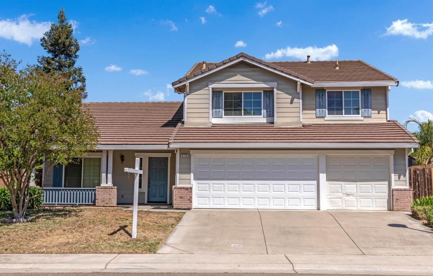 Single Family Homes for Active at 9729 Dynasty Way Elk Grove, California 95624 United States