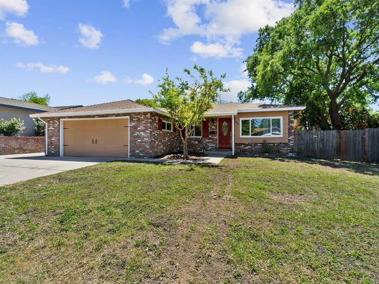 6. Single Family Homes for Active at 7208 Saffron Way Citrus Heights, California 95621 United States