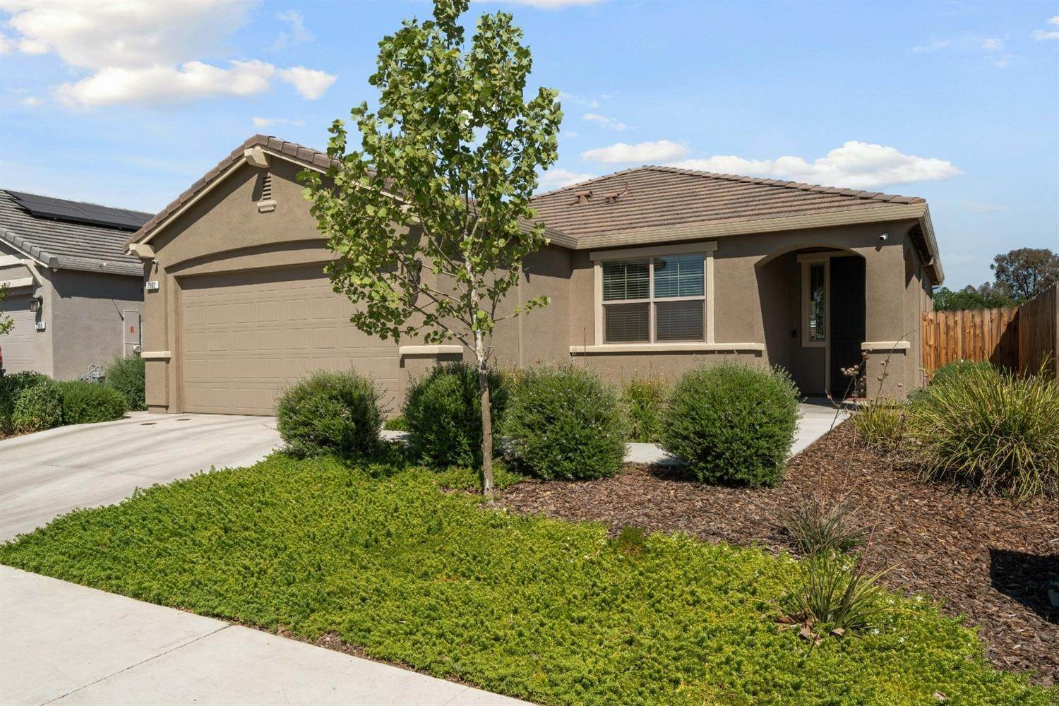 3. Single Family Homes for Active at 7902 Little Plum Way Antelope, California 95843 United States