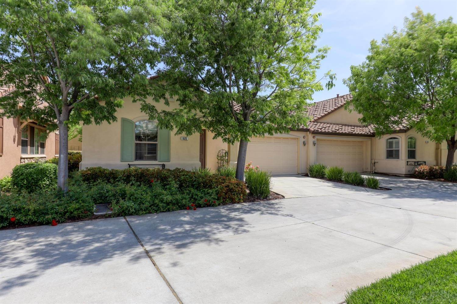 29. Single Family Homes for Active at 1025 Venice Lane Roseville, California 95747 United States