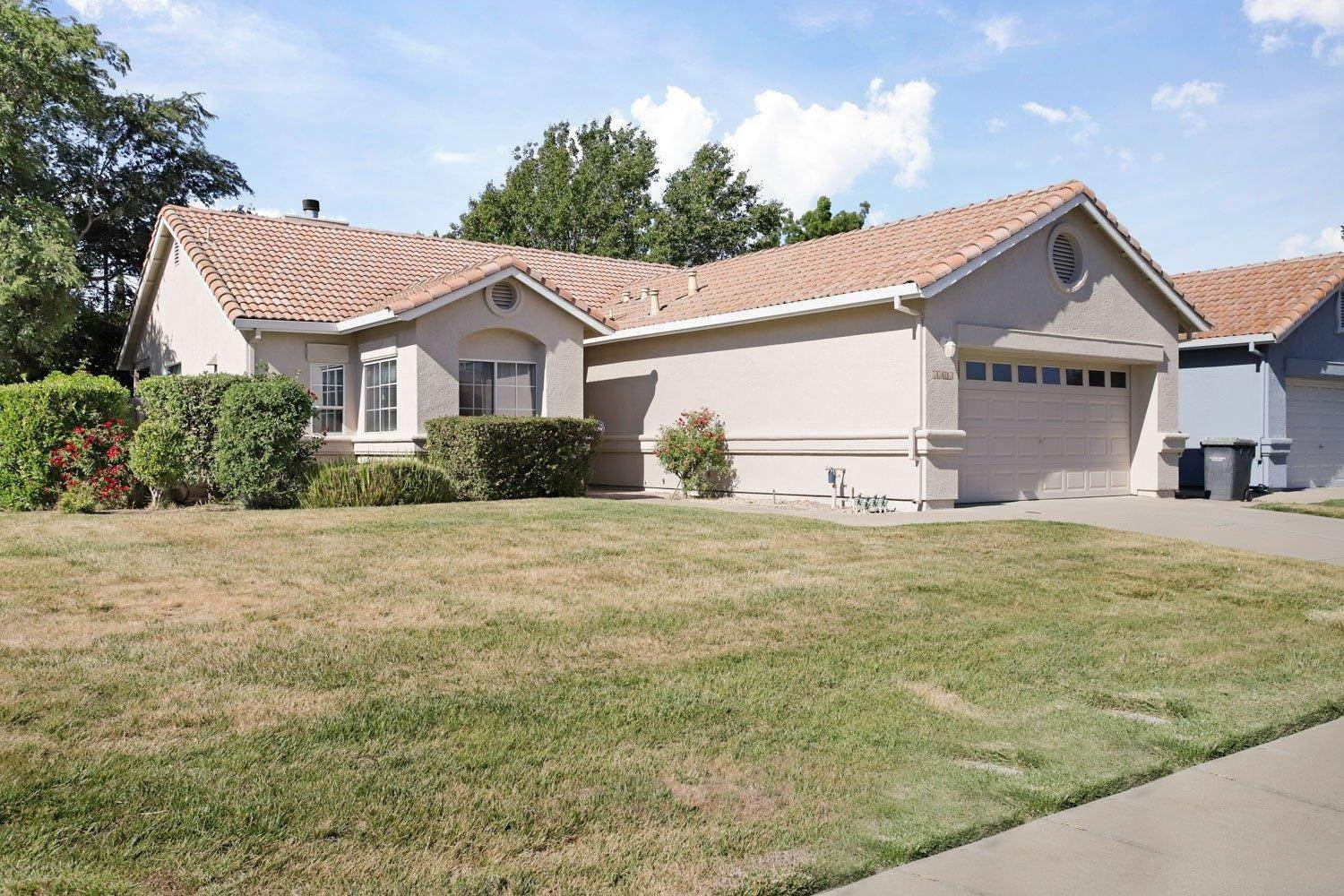 2. Single Family Homes for Active at 1981 Yorktown Drive Lodi, California 95242 United States