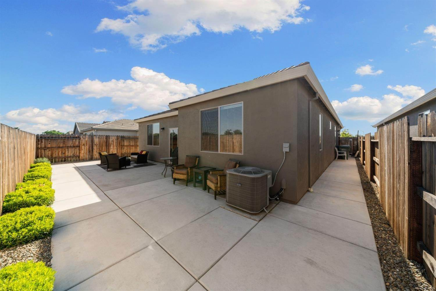 31. Single Family Homes for Active at 7902 Little Plum Way Antelope, California 95843 United States