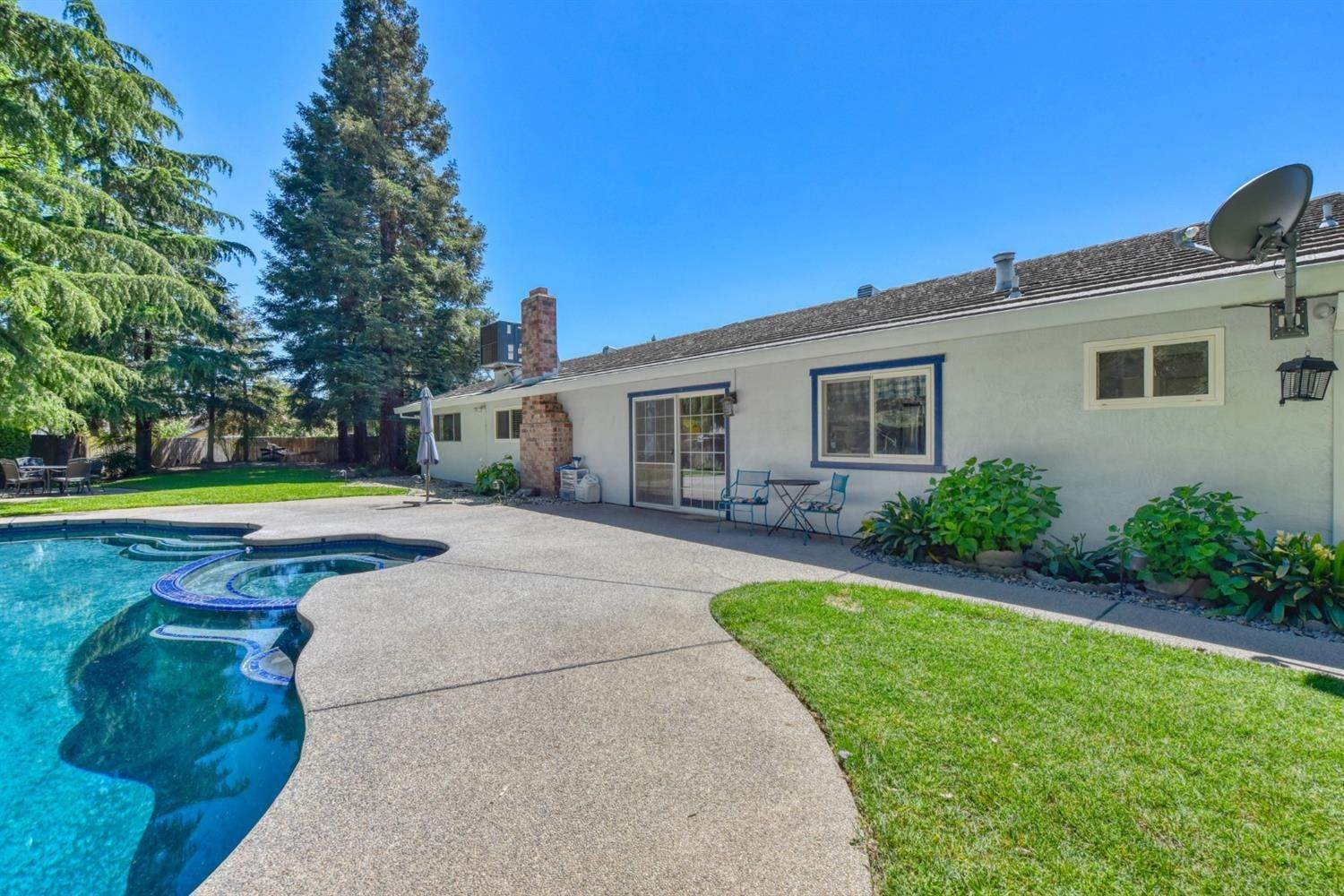 28. Single Family Homes for Active at 8977 Lismore Elk Grove, California 95624 United States