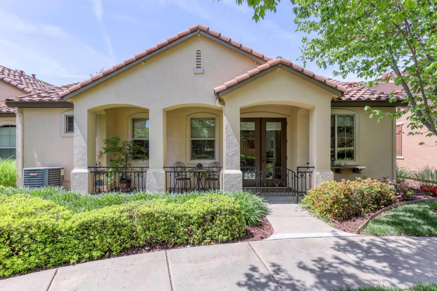 26. Single Family Homes for Active at 1025 Venice Lane Roseville, California 95747 United States