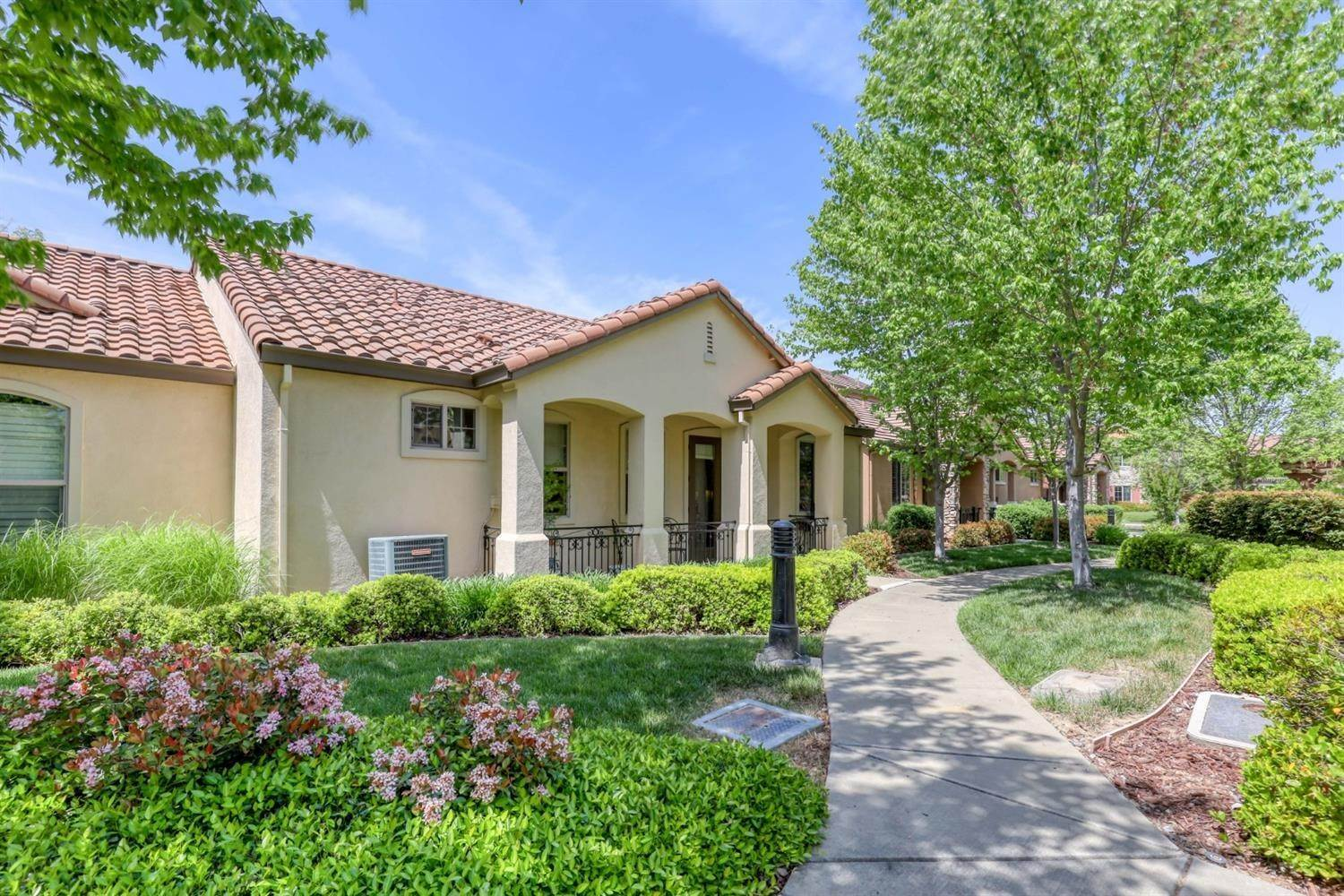 2. Single Family Homes for Active at 1025 Venice Lane Roseville, California 95747 United States