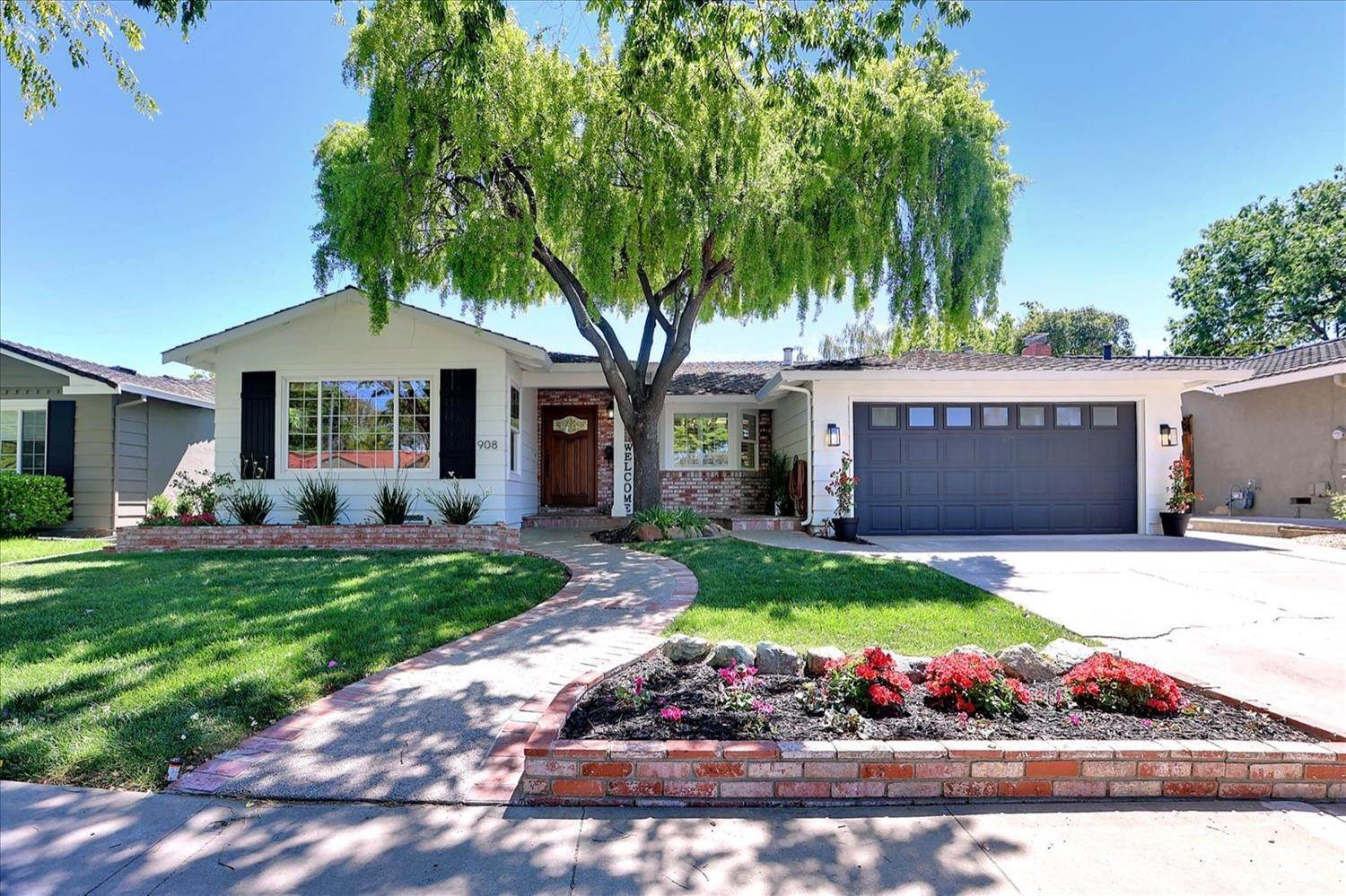 Single Family Homes for Active at 908 Lanewood Drive San Jose, California 95125 United States