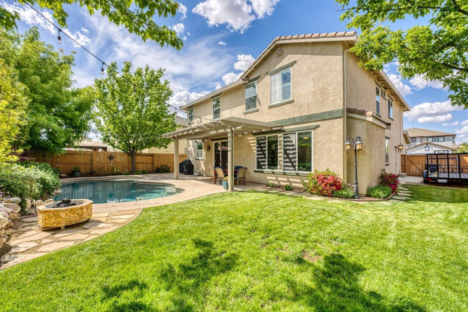 33. Single Family Homes for Active at 2304 Clearbrook Circle Roseville, California 95747 United States