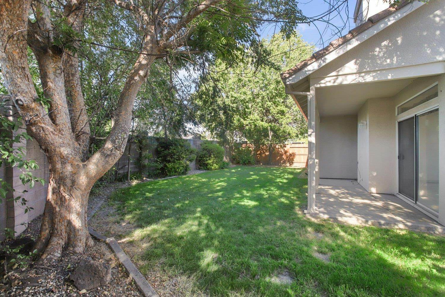 30. Single Family Homes for Active at 1981 Yorktown Drive Lodi, California 95242 United States