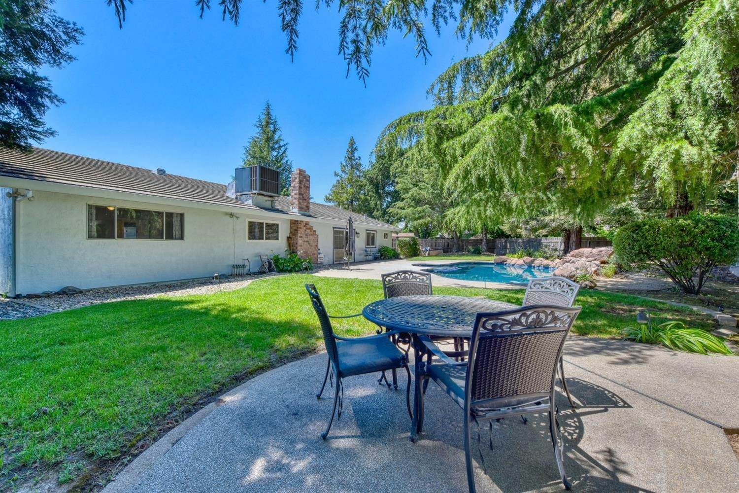 29. Single Family Homes for Active at 8977 Lismore Elk Grove, California 95624 United States